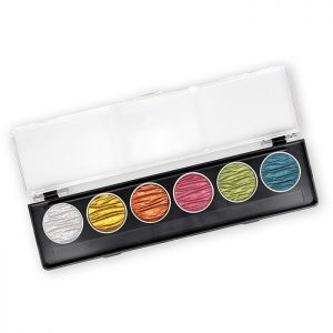 Finetec Coliro Pearl Color Set Candy M770. Dezet set bestaat uit de volgende kleuren:M021 Stardust, M630 Arabic Gold, M005 Golden Orange, M018 Pink, M020 Apple Green, M013 Peacock